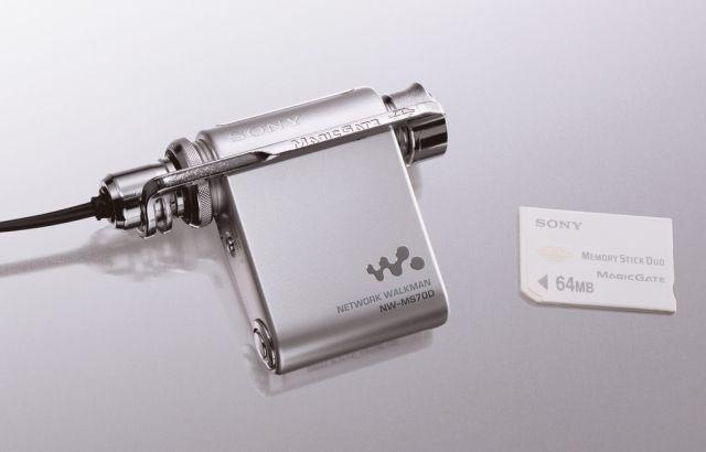 2000'lerin başında Sony Flash bellek takılı Walkman modellerini piyasaya sürmeye başladı.