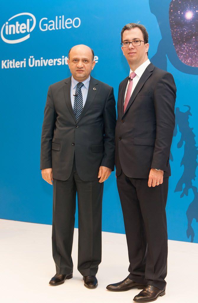 Bilim, Sanayi ve Teknoloji Bakanı Fikri Işık ve Intel Türkiye Genel Müdürü Burak Aydın bir arada