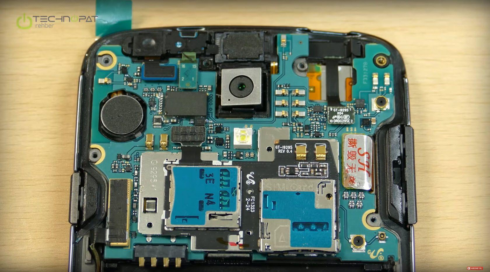 Telefonun anakartı, kamerası ve diğer bileşenleri karşımızda