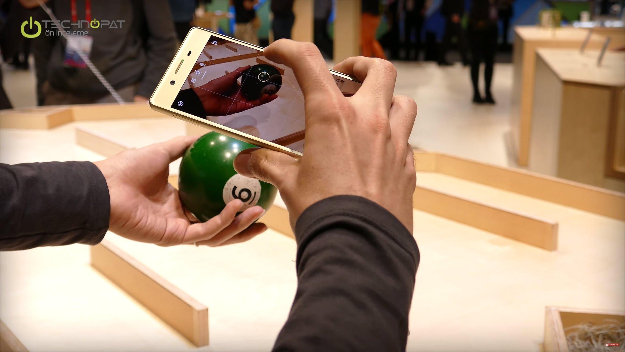 Xperia X: Kamera üzerine dokunduğunuz nesneye odak almayı sürdürüyor