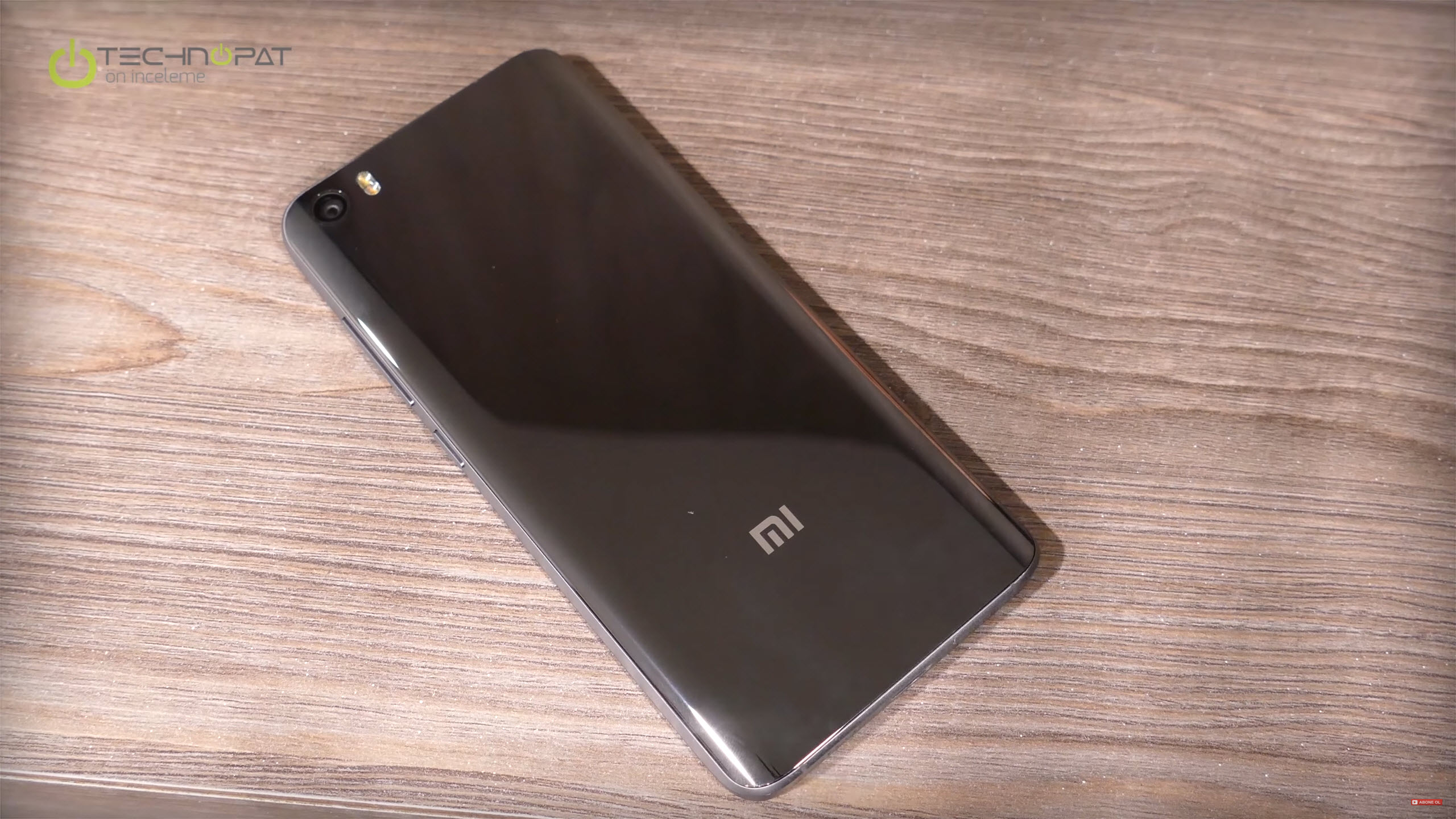 Xiaomi Mi 5 Pro: Metal ve seramik