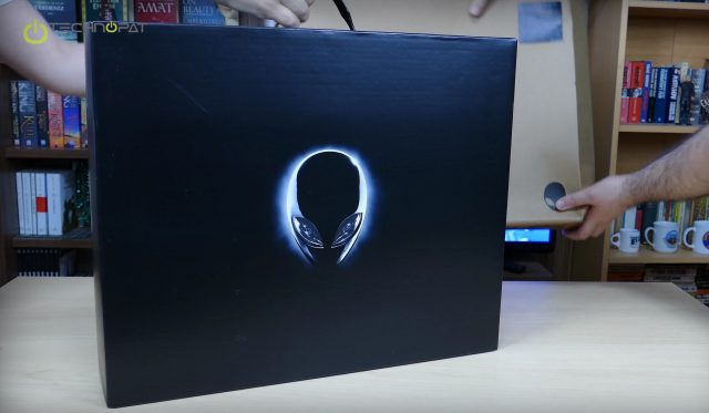 Alienware 17 R2 Kutudan Çıkıyor