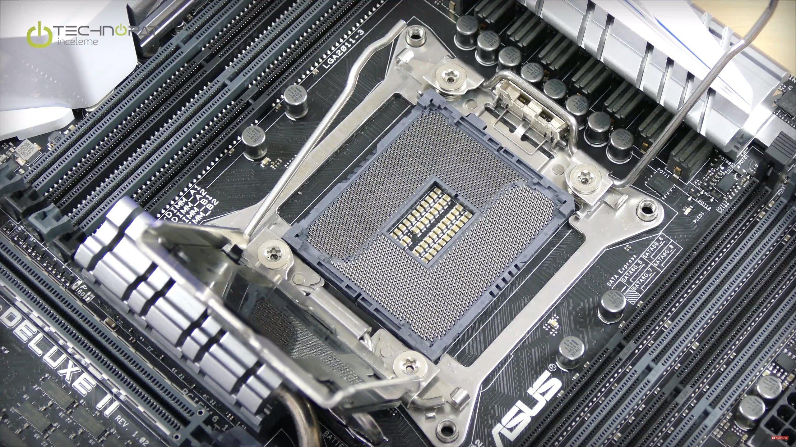ASUS X99 Deluxe 2 anakartında OC Soket kullanıyor. Ek pinler ile daha fazla kontrol sunuyor.
