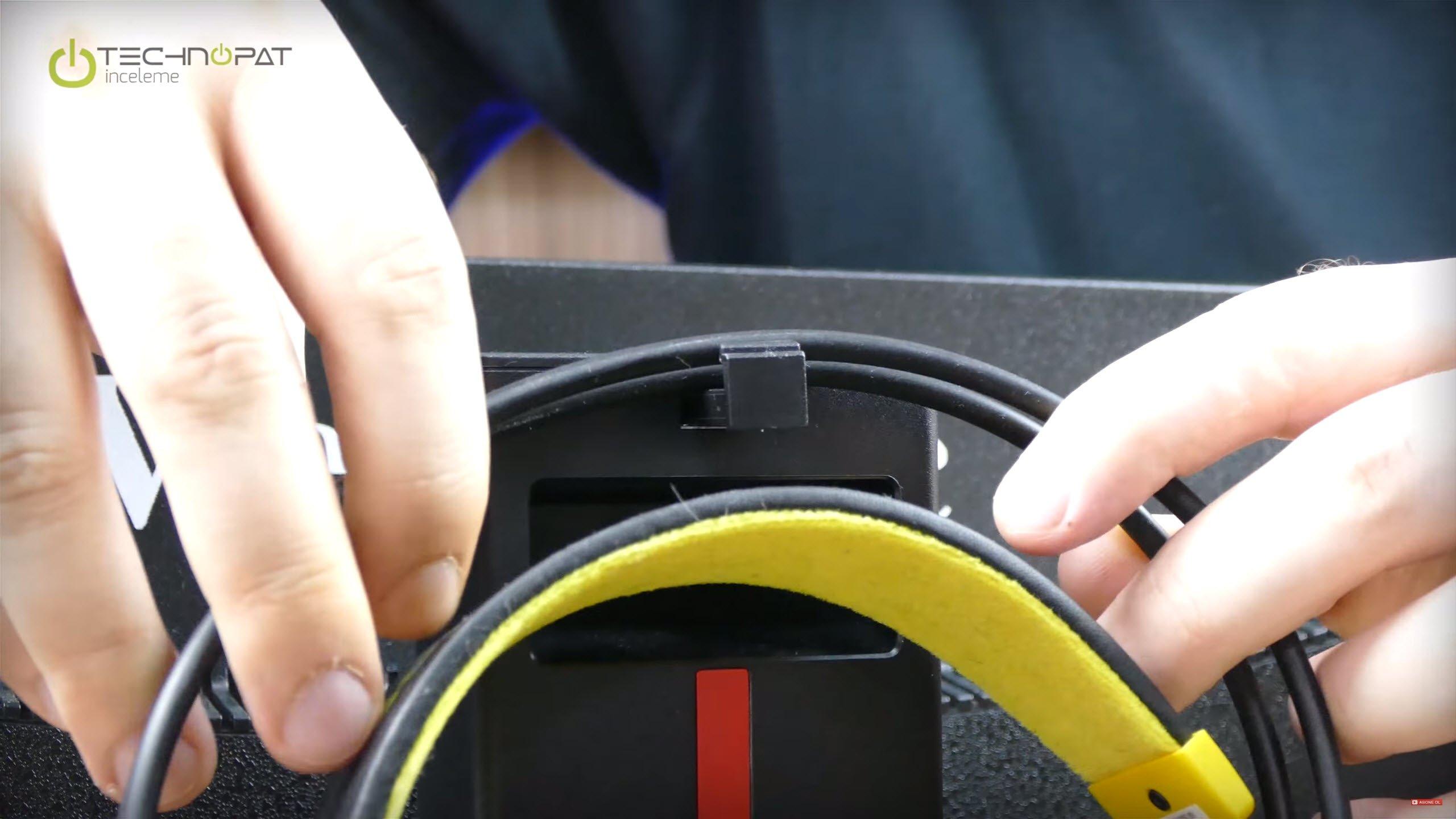 ViewSonic XG2401 Oyuncu Monitörü İncelemesi: Kulaklık askısı