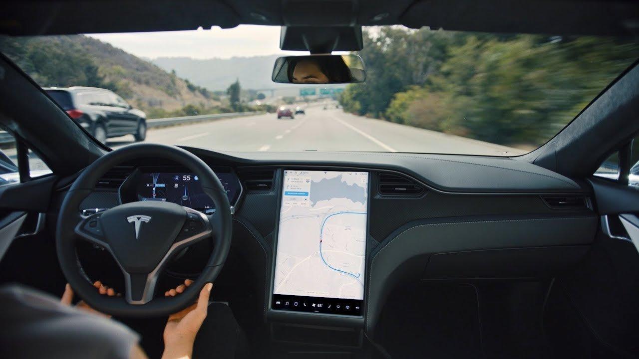 Tesla Model S otomom sürüş özelliği