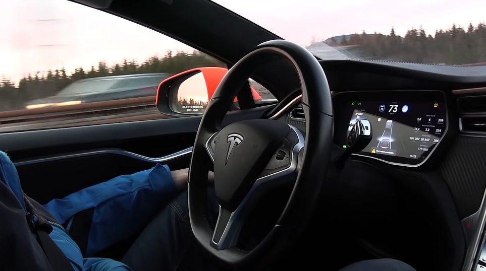 Tesla Model S otonom sürüş özelliği