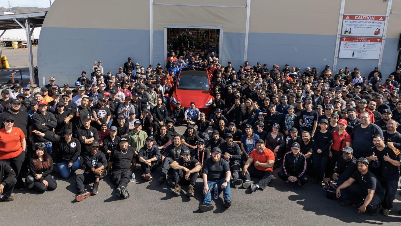 Tesla 1 milyon elektrikli otomobil