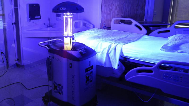 UV Işınıyla Dezenfekte Edilen Bir Hastane Odası