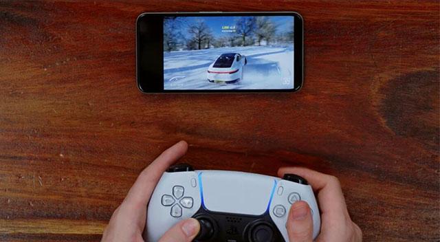 PS5 DualSense kontrolcüsü