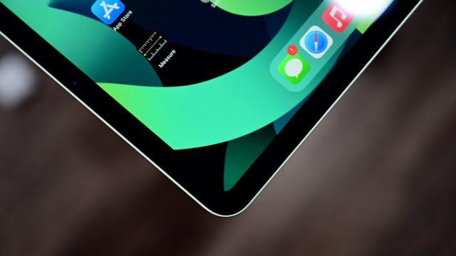 OLED ekranlı iPad Pro ve MacBook Pro