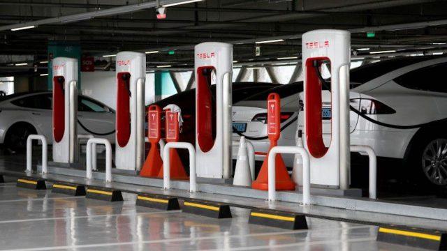 Tesla Süperşarj İstasyon